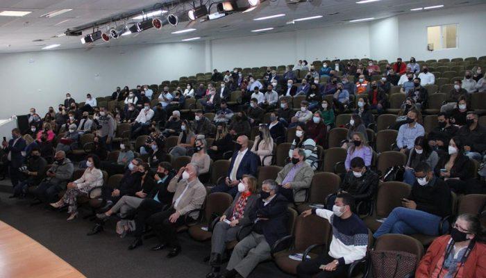 """Evento """"Talk Show Famílias Fortes"""" acontece dia 28 com a participação de especialistas"""